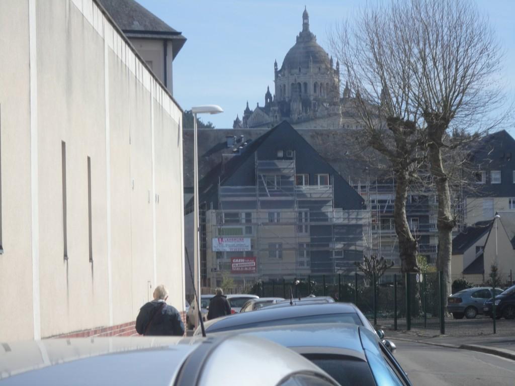 lisieux devant la cathedrale
